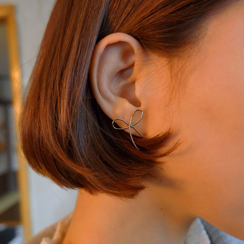 simple ribbon earring