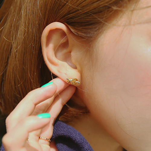 twist pretzel earring