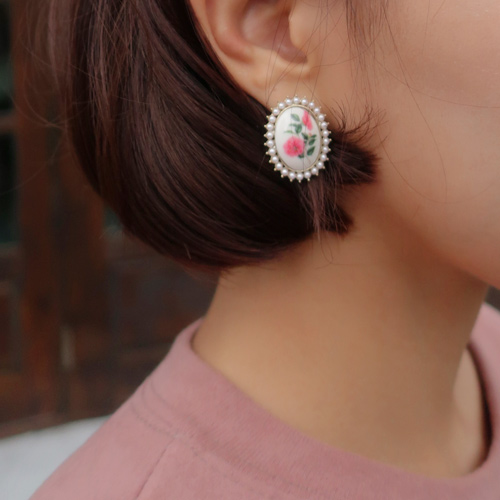 flower frame earring