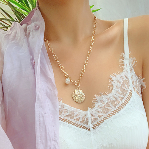 clam bold chain necklace